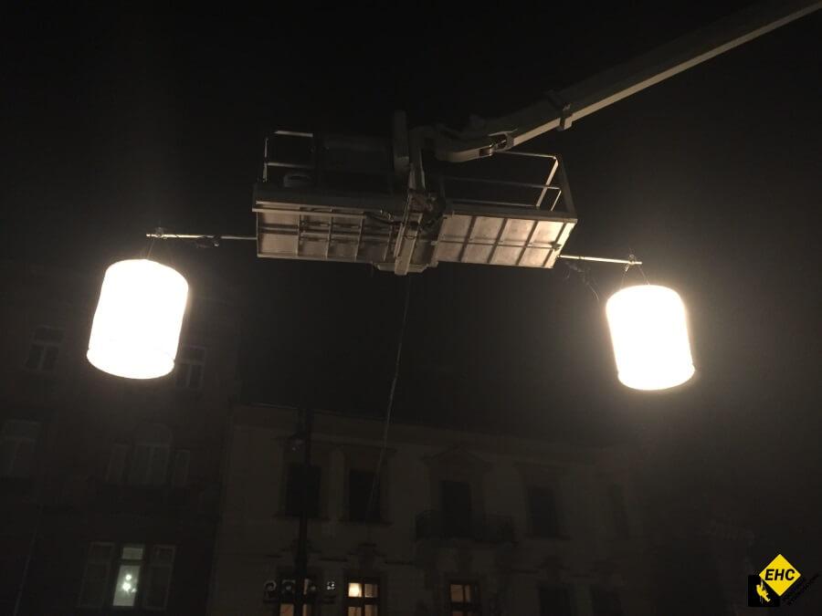Oświetlanie Planu Filmowego Z Podnośnika Ehc Kraków