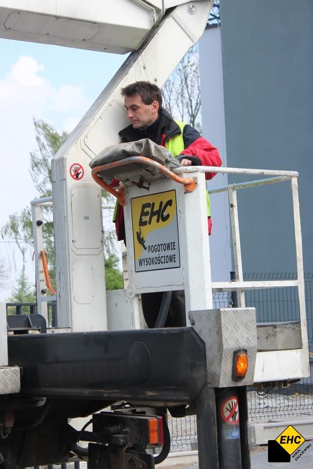 EHC Karol Zagajewski obsługuje podnośnik