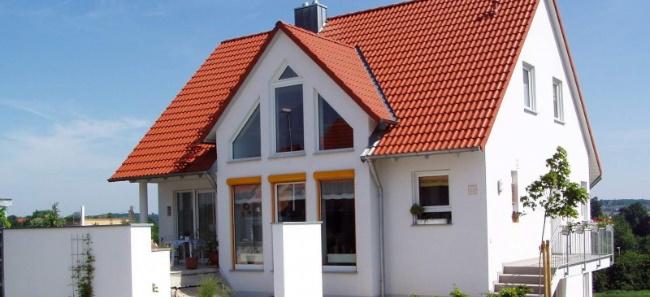 Ekspertyza dachu za pomocą podnośnika