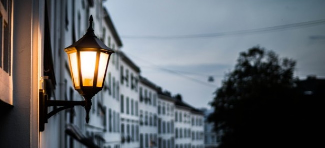 Podnosnik do konserwacji oswietlenia domu i ogrodu