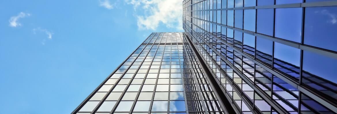 Oklejanie okien ze zwyzki samojezdnej