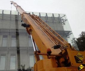 Żuraw samojezdny do rozladunku materialow budowlanych