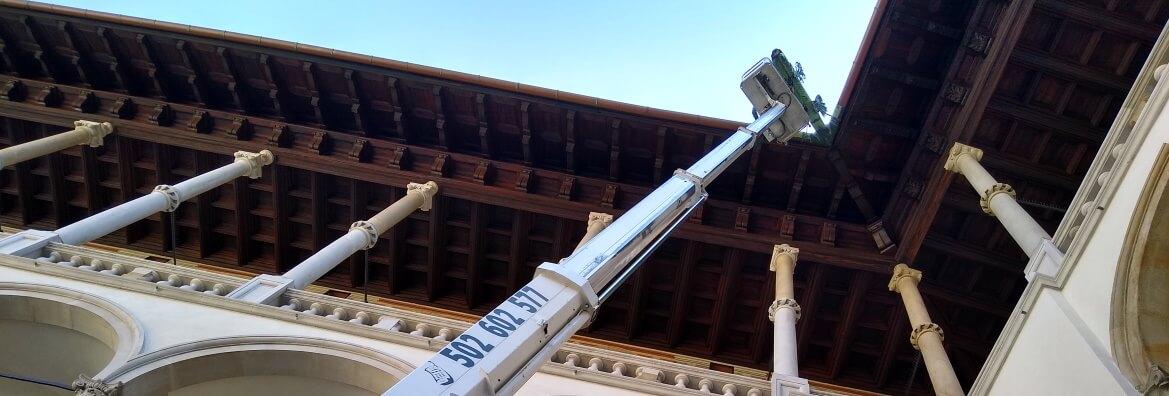 Podnosnik koszowy do przegladu dachu
