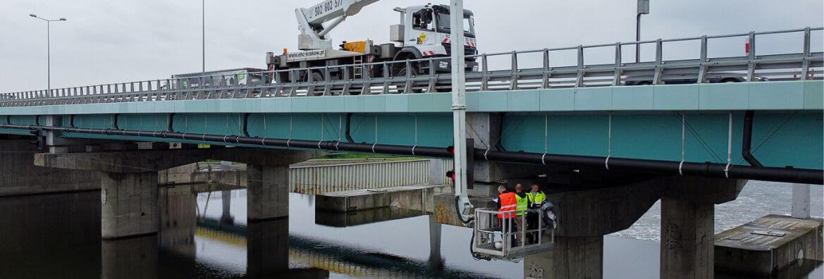 inspekcja mostu z podnosnika